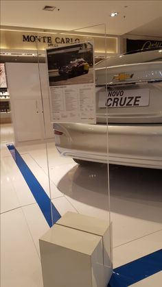 Peça de sinalização de promoção no Shopping Morumbi em São Paulo.