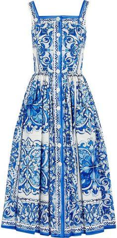Dolce & Gabbana Bedrucktes Midikleid aus Baumwoll-Popeline, Mode, Blaue Majolika, h-a-l -. Source by marinaturmalin midi dress Blue Fashion, Fashion Week, Look Fashion, Fashion 2020, Trendy Fashion, Fashion Tips, Day Dresses, Blue Dresses, Summer Dresses