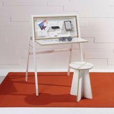 """""""HIDEsk"""" - folding desk"""