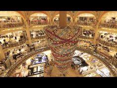 Les Galeries Lafayette installent un sapin de Noël inversé : golem13