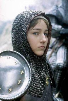 Leelee Sobieski as France's great century warrior leader Joan of Arc. Saint Joan Of Arc, St Joan, Female Armor, Female Knight, Inspiration Drawing, Character Inspiration, Medieval Armor, Medieval Fantasy, Joan Of Arc Costume