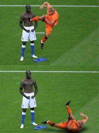 Funny Mario Balotelli celebration mockups: Like a rock Funny Football Memes, Funny Sports Memes, Sports Humor, Funny Memes, Soccer Humor, Videos Funny, Funny Soccer Pictures, Soccer Pics, Football Soccer