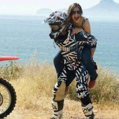 Please let me marry a dirt bike rider! Dirt Bike Couple, Motocross Couple, Biker Couple, Motocross Wedding, Cute Couples Photos, Cute Couple Pictures, Cute Couples Goals, Couple Goals, Couple Photos