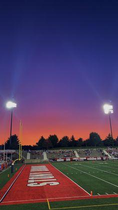 Sunset at a September Stony Brook University football game Stony Brook University, Junior Year, College Girls, Colleges, Sunsets, Vsco, September, Earth, Football