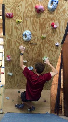 It's easy peasy to build your own boulder room. Rock Climbing Gear, Ice Climbing, Base Jumping, Bungee Jumping, Bouldering Gym, Indoor Bouldering, Indoor Climbing Wall, Whitewater Kayaking, Rock Wall