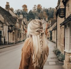 Photo by Anna Lyn Cook | Travel + Style in Castle Combe with @sezane. Image may contain: one or more people, sky and outdoor. Travel Hairstyles, Winter Hairstyles, Blonde Hair Inspiration, Faceless Portrait, Moving To England, Shirt Tucked In, Summer Dress Outfits, Minimalist Fashion, Travel Style