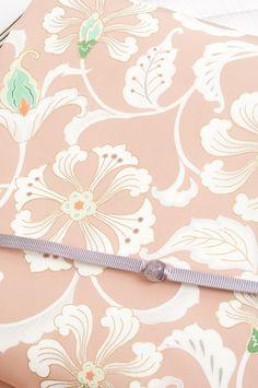 京友禅の正絹塩瀬九寸名古屋帯「はんなり上品な花唐草」