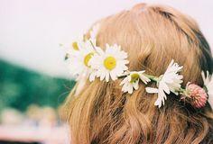 Χαμομήλι για μαλλιά: Ενυδάτωση, θρέψη και ανταύγειες