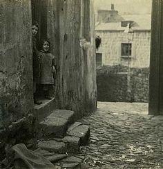 a-web-cornet_street_1929_(52)_3_children_detail.jpg 261×271 pixels