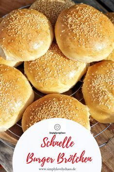 The best fast burger rolls for hamburgers. Soft and fluffy. Simple recipe with Thermomix® instructions. recipe The best fast burger rolls for hamburgers. Soft and fluffy. Simple recipe with Thermomix® instructions. Hamburger Meat Recipes, Chicken Recipes, Burger Buns, Quick Easy Meals, Smoothies, Crockpot, Dinner Recipes, Cooking, Recipe Lists
