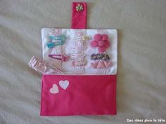 Barrette pocket, with zipped area for hair ribbons, elastic bands, etc.