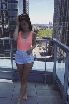 Emma Verde, Sporty, Fashion Outfits, Crop Tops, Body Works, Lush, Youtube, Bullet Journal, Diy