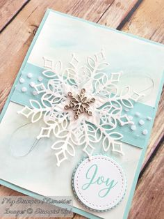 Snowfall Thinlits from Stampin' Up!Stampin' Up! snowflake showcase - My WordPress WebsiteA floating card and Snowflake showcase Christmas Cards 2018, Homemade Christmas Cards, Xmas Cards, Homemade Cards, Holiday Cards, Diy Christmas Snowflakes, Snowflake Cards, Noel Christmas, Stampin Up Karten