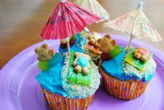 Teddy bear beach party cupcakes- too cute! Pool Cupcakes, Cupcake Party, Cupcake Ideas, Beach Treats, Summer Treats, Teddy Bear Cupcakes, Beach Party, Delish, Yummy Food