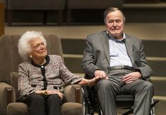 PHOTO: In this March file photo, the Mensch International Foundation presented its annual Mensch Award to former President George H. Bush and former first lady Barbara Bush at an awards ceremony hosted by Congregation Beth Israel in Houston. Barbara Bush, Barbara Pierce Bush, Funeral, First Ladies, Bush Family, Us Presidents, American Presidents, American History, Heart Broken