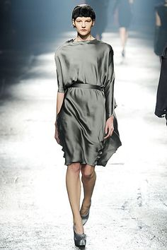 Lanvin Fall 2009 Ready-to-Wear Collection Slideshow on Style.com