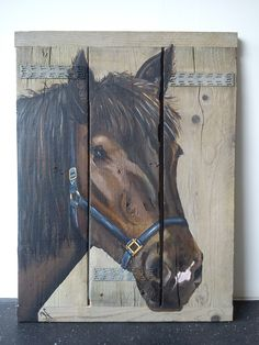 Een opdracht; Paard op steigerhout An order horse on scaffolding wood
