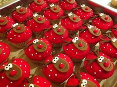 Christmas Cupcakes | Dessert Ideas | Baking DIY.