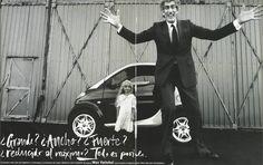 """El hombre mas alto de Inglaterra, por Max Vadukul. Extracto del libro promocional Smart """"Reduce to the max"""" 1998."""