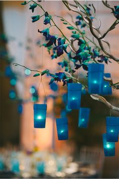 obsessed with these glowing blue lantern centerpieces I found on styleunveiled.com / sarah maren photography