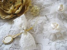 Lace flowers and bows  www.mydiychat.com...
