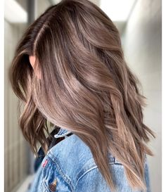 Long Wavy Ash-Brown Balayage - 20 Light Brown Hair Color Ideas for Your New Look - The Trending Hairstyle Brown Hair Balayage, Brown Blonde Hair, Hair Color Balayage, Ombre Hair, Cool Brown Hair, Blonde Balayage, Bayalage Light Brown Hair, Light Brown Hair Colors, Summer Brown Hair