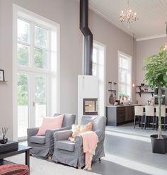 Fra kirke til familiehjem - Byggmakker+ Kitchens, Bar, Table, Furniture, Home Decor, Modern, Decoration Home, Room Decor, Kitchen