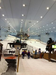 Dubai - The Mall of Emirates has your everyday shopping needs but also has the capacity to fulfill any of your winter sporting needs – skiing anyone?