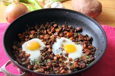 Sweet Potato and Egg Breakfast Hash or otherwise known as best breakfast ever! (Hold the peppers for me) Sweet Potato Breakfast Hash, Sweet Potato Hash Browns, Avocado Breakfast, Breakfast Salad, Paleo Breakfast, Breakfast Recipes, Perfect Breakfast, Easy Egg Recipes, Healthy Recipes
