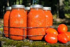 Canning homemade tomato/pasta sauce is a healthy, frugal alternative to store bought sauce! Canning Tips, Home Canning, Canning Recipes, Jar Recipes, Recipe Ideas, Homemade Tomato Sauce, Canned Tomato Sauce, Ketchup, Canning Tomatoes