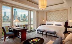 Tai Ping - Peninsula Shangaï Hotel with Pierre-Yves Rochon - Hong Kong - Paris - New York - Tapis - 1956 - Décoration - Ambiance - Intérieur - Chambre - Vue - Lit - Bureau - Table basse - APR