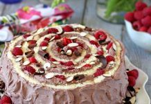 Tort Spirală, cu fructe si crema de cacao Pie, Desserts, Food, Torte, Tailgate Desserts, Cake, Deserts, Fruit Cakes, Essen