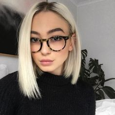 Short platinum hair: 60 photos care and products to maintain the tone care # Ash Blonde Hair Care Hair Maintain Photos Platinum products Short Tone Cool Short Hairstyles, Everyday Hairstyles, Short Hair Styles, Bun Hairstyles, Korean Hairstyles, Hairstyles Videos, Baddie Hairstyles, Edgy Bob Haircuts, Pretty Hairstyles