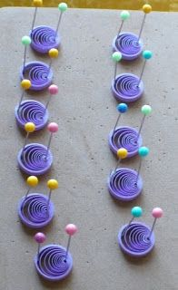 Créons: Quilling - quilled snowflakes and origami - Papeterie Quilling Flowers Tutorial, Quilling Instructions, Paper Quilling Flowers, Paper Quilling Jewelry, Paper Quilling Patterns, Paper Beads, Quilled Roses, Neli Quilling, Quilling Paper Craft