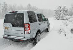 2011 Land Rover LR4 Driving in the Snow