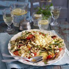 20mal leckere Sommerpasta: schmeckt nach Sonne Nudeln mit gegrilltem Gemüse, Karibische Spaghetti, Kokos-Mie-Nudeln mit Tofu und Pasta mit Ziegenkäse - so schmecken Nudeln im Sommer.