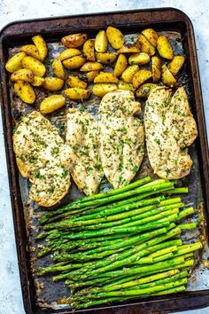 This Sheet Pan Chicken and Asparagus with lemony potatoes is an easy, delicious .- This Sheet Pan Chicken and Asparagus with lemony potatoes is an easy, delicious Whole 30 approved meal prep recipe that comes together on one pan. Clean Eating Snacks, Healthy Snacks, Healthy Dinner Recipes, Healthy Eating, Healthy Dishes, Healthy Sweets, Diabetic Recipes, Summer Recipes, Chicken Meal Prep
