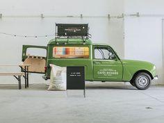至高のコーヒーと読書で贅沢なひとときを。フランスのフードトラックが素敵すぎる – YADOKARI|スモールハウス/小屋/コンテナハウス/タイニーハウスからこれからの豊かさを考え、実践するメディア。
