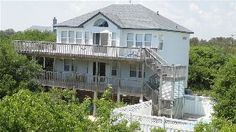 Secluded Ocean-side getaway. Private pool and hot tub. Blocks from the beach.