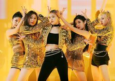 Uploaded by Always_GG. Find images and videos about kpop, itzy and yuna on We Heart It - the app to get lost in what you love. Kpop Girl Groups, Korean Girl Groups, Kpop Girls, Stage Outfits, Kpop Outfits, Mma 2019, Korean Fashion Kpop, Gold Outfit, Queen