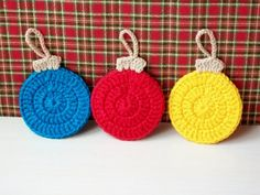 Making Crochet Christmas Balls – DIY by rositaraymond Christmas Balls Diy, Crochet Christmas Wreath, Crochet Christmas Decorations, Christmas Applique, Crochet Decoration, Crochet Ornaments, Christmas Crochet Patterns, Holiday Crochet, Christmas Knitting