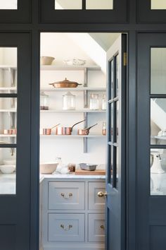 walk in pantry storage space Kitchen Pantry Design, New Kitchen, Country Kitchen, Kitchen Pantries, Kitchen Black, Awesome Kitchen, Kitchen Organization, Kitchen Ideas, Kitchen Decor