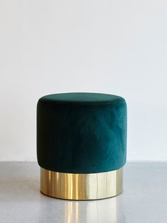 DIMENSIONS: Ø: 46 cm H: 48 cm. MATERIAL: Velour, metal with gold finish