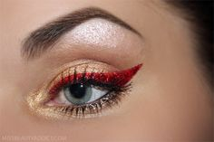 ! MissBeautyAddict!: Strong Christmas makeup