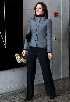 2013 Crown Princess Mary of Denmark. Love her style! Beauty And Fashion, Fashion Looks, Royal Fashion, Work Fashion, Crown Princess Mary, Princess Style, Princesa Mary, Mary Donaldson, Denmark Fashion
