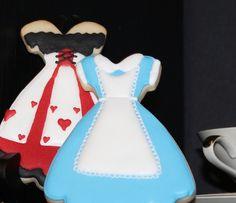 Alice In Wonderland cookies - love Alice's dress