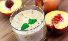 Zutaten: 100 g gefrorene Pfirsiche + 50 g gefrorene Erdbeeren + 50 ml Ananassaft +  50 ml Kokosnussmilch +  1 gefrorene Banane