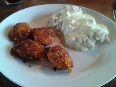 Vegan - Lentil and kalepatties, rice and bearnaise.