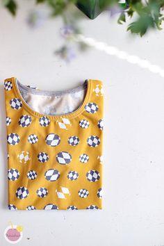 Kuinka huolitella pääntie kaksoisneulalla - Käsityökekkerit Polka Dot Top, Sewing, Knitting, Knits, Women, Fashion, Moda, Dressmaking, Couture