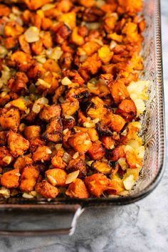 Easy paleo sweet potato hash recipe with caramelized garlic and onion. An easy vegan breakfast idea perfect as a side or stuffed in a breakfast burrito! Southern Sweet Potato Recipe, Low Carb Sweet Potato, Sweet Potato Breakfast Hash, Sweet Potato Recipes, Paleo Breakfast, Veg Recipes, Healthy Recipes, Vegetarian Recipes, Potato Bites